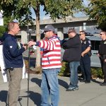Patriot Prayer dude (in stripes) engages a counter protestor in conversation, while Tacoma cops keep watch.